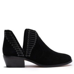 NWT Vince Camuto Pevista black ankle booties 5
